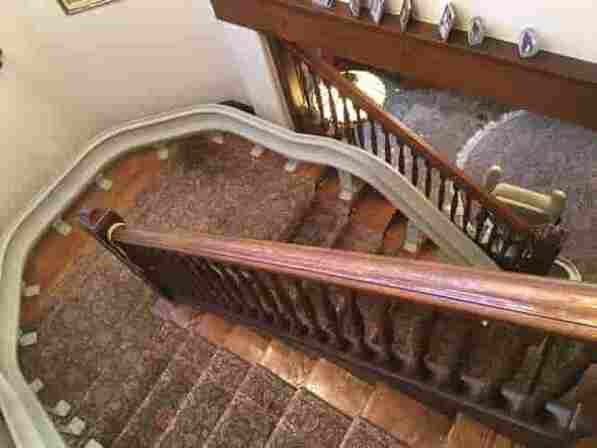 u-shaped staircase stairlift in suffolk county ny